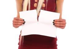 Risspapier der jungen Frau Hand Lizenzfreies Stockbild