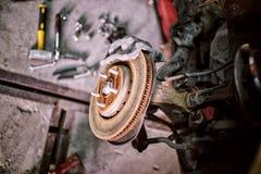 Ristabilimento dell'automobile dopo un incidente di servizio dopo la garanzia fotografia stock