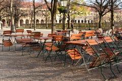 Ristorante all'aperto in parco non aperto per l'affare eppure nel conte Fotografia Stock