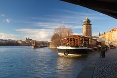 Ristorante Botel Matylda στον ποταμό Vltava στην Πράγα Στοκ φωτογραφία με δικαίωμα ελεύθερης χρήσης