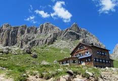 Ristorante del hutte di Refugio nelle alpi Fotografia Stock Libera da Diritti