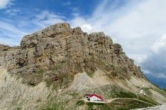 Ristorante del hutte di Refugio nelle alpi Immagini Stock