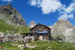 Ristorante del hutte di Refugio nelle alpi Immagine Stock Libera da Diritti
