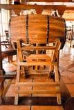 Ristorante della birra dell'interno con mobilia di legno Immagini Stock Libere da Diritti