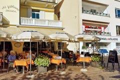 Ristorante della via nella località di soggiorno di Ascona della Svizzera Fotografia Stock