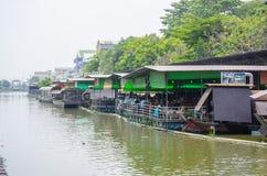 Ristorante di galleggiamento accanto al canale del ` di Sansab del ` in sobborgo di Minburi Fotografia Stock