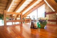 Ristorante di legno accogliente immagine stock libera da diritti