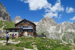 Ristorante di Refugio nelle alpi Fotografia Stock Libera da Diritti