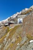Ristorante di visita della gente e piattaforma di osservazione del ghiacciaio di Grossglockner, Austria Fotografia Stock Libera da Diritti