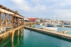 Ristorante e pilastro nel porto di Rubicon Fotografia Stock Libera da Diritti