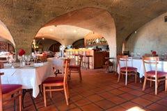 Ristorante interno della proprietà del vino fotografie stock libere da diritti