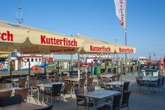 Ristorante nel porto di pesca in Sassnitz fotografia stock libera da diritti