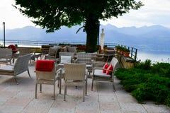 ristorante sopra il lago garda, Italia Fotografie Stock