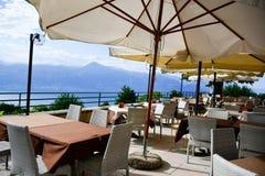 ristorante sopra il lago garda, Italia Fotografia Stock Libera da Diritti