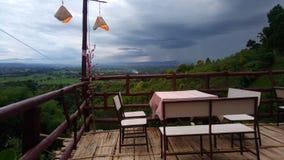 ristorante sul Mountain View su bello alla Tailandia piovosa immagini stock