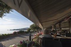 Ristorante sulla riva del lago Lemano Fotografia Stock