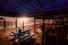 Ristoranti locali lungo la spiaggia Fotografia Stock