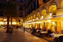 Ristoranti a Placa Reial nella sera di inverno Barcellona Immagini Stock Libere da Diritti
