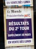 Risultati di elezioni in manifesto della Francia dal giornale di Le Monde e dalla CIT Immagini Stock