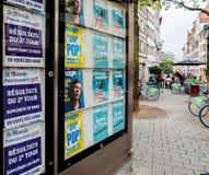 Risultati di elezioni in manifesto della Francia dal giornale di Le Monde e dalla CIT Fotografia Stock Libera da Diritti