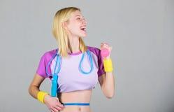 Risultato di forma fisica Ottenga il corpo dell'estate pronto Risultato di forma fisica Esercizio di forma fisica dell'ustione di immagine stock