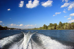 Risveglio della barca Fotografie Stock