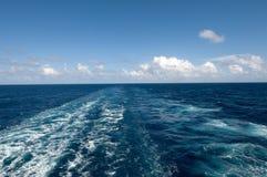 Risveglio della barca di crociera Fotografia Stock Libera da Diritti