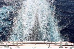 Risveglio della nave da crociera immagini stock libere da diritti