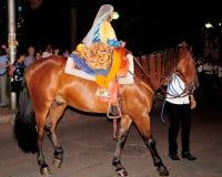 Rit en parade in historische kostuums Royalty-vrije Stock Foto