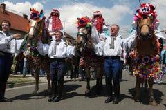 Rit van het festival van de Koningenfolklore in Vlcnov, Tsjechische Republiek Stock Foto's