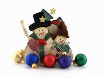 Ritagli del pupazzo di neve con gli ornamenti Fotografia Stock
