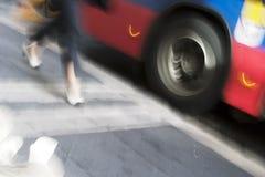In ritardo per il bus Fotografia Stock