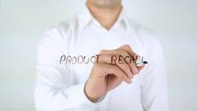 Ritiro dei prodotti, scrittura dell'uomo sul vetro immagini stock