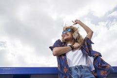 Ritmo y danza en el sol foto de archivo