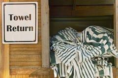Ritorno dell'asciugamano fotografia stock libera da diritti