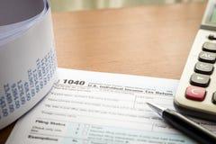 Ritorno dell'imposta sul reddito delle persone fisiche Fotografie Stock