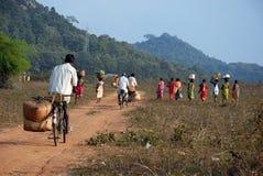 Ritorno tribale della gente del Orissa dal servizio settimanale Immagine Stock Libera da Diritti