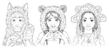 Ritratti delle ragazze sveglie in cappelli animali Immagini Stock