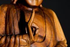 Ritrattistica scura della statua di legno di Budda, Tailandia Fotografia Stock