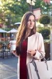 Ritratto all'aperto attraente della città della donna di affari Fotografia Stock Libera da Diritti