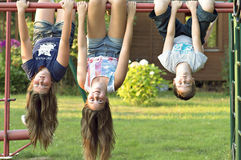 Ritratto all'aperto del gruppo di adolescenti Fotografia Stock