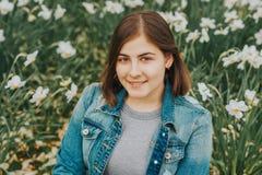 Ritratto all'aperto di giovane ragazza di 16 anni adolescente Immagine Stock Libera da Diritti