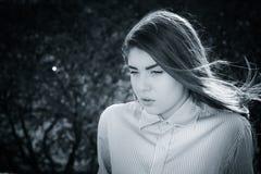Ritratto all'aperto di un adolescente premuroso Immagine Stock
