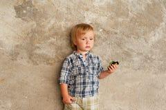 Ritratto all'aperto di un ragazzino sveglio Fotografia Stock Libera da Diritti