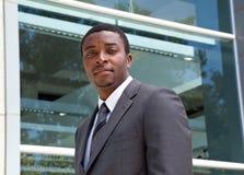 Ritratto all'aperto di un uomo africano di affari Fotografia Stock Libera da Diritti