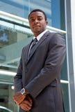 Ritratto all'aperto di un uomo africano di affari Immagine Stock Libera da Diritti
