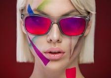 Ritratto alla moda con i vetri Immagini Stock
