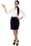 Ritratto alla moda della donna di affari graziosa Fotografie Stock