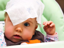 Ritratto allegro della neonata Fotografie Stock