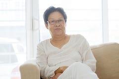 Ritratto anziano asiatico della donna fotografia stock libera da diritti